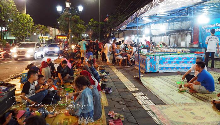 angkringan malam jogja - Antara Solo dan Yogjakarta Kita Jatuh Cinta #JadiBisa
