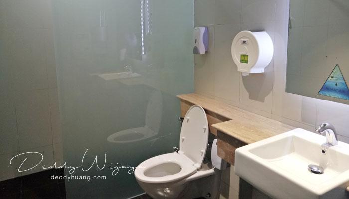 kamar mandi bandara soekarno hatta1 - Tahukah Kamu di Terminal 3 Bandara Soekarno Hatta Ada Ruang Mandi?