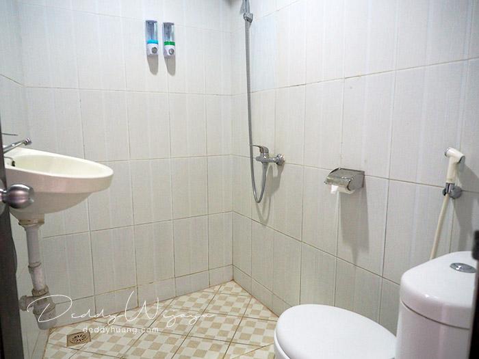 kamar mandi - Antara Solo dan Yogjakarta Kita Jatuh Cinta #JadiBisa