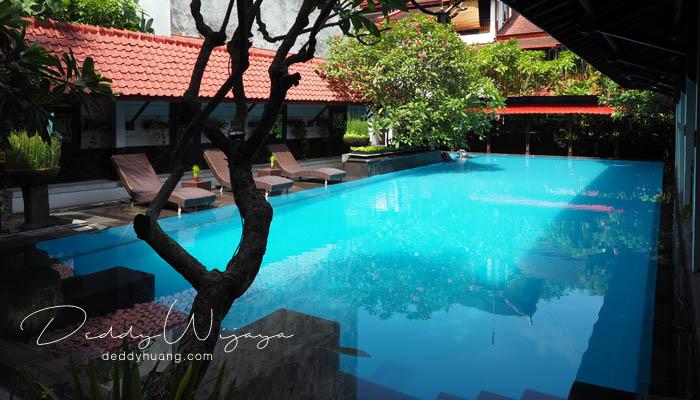 kolam renang hotel paku mas - Antara Solo dan Yogjakarta Kita Jatuh Cinta #JadiBisa
