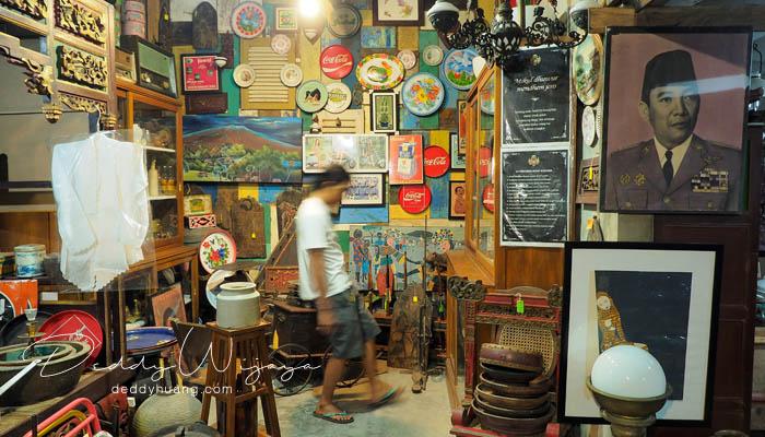 koleksi barang antik - Antara Solo dan Yogjakarta Kita Jatuh Cinta #JadiBisa