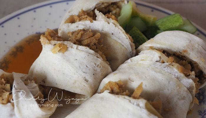 lumpia basah - 10 Kuliner Bogor yang Bisa Kamu Icip Dalam Sehari