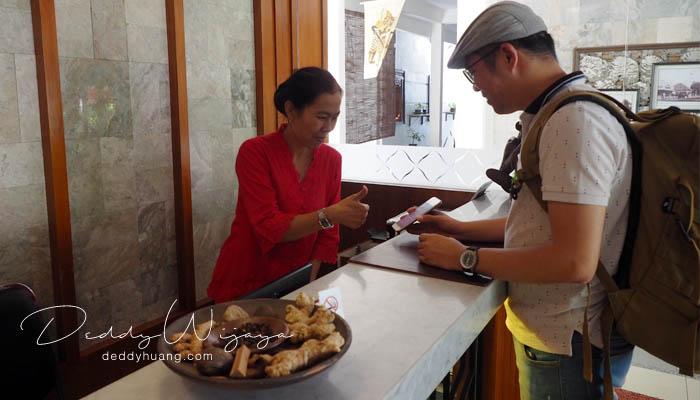 resepsionis paku mas - Antara Solo dan Yogjakarta Kita Jatuh Cinta #JadiBisa