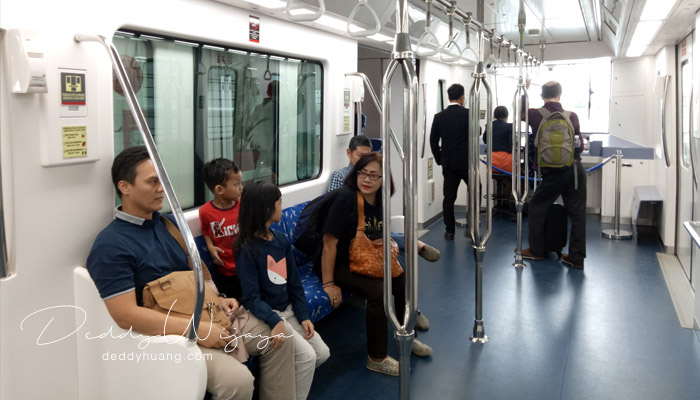 isi dalam skytrain - Penasaran! Inilah Penampakan Skytrain Bandara Soekarno Hatta