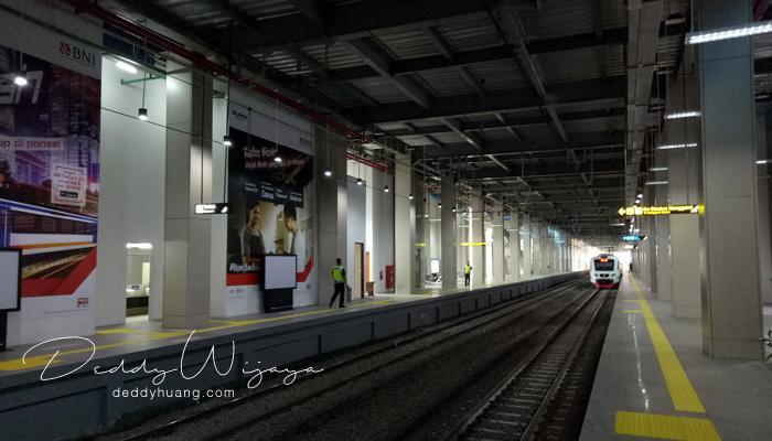 kereta api stasiun sudirman baru - Pengalaman Naik Kereta Api Bandara Soetta (Soekarno Hatta)