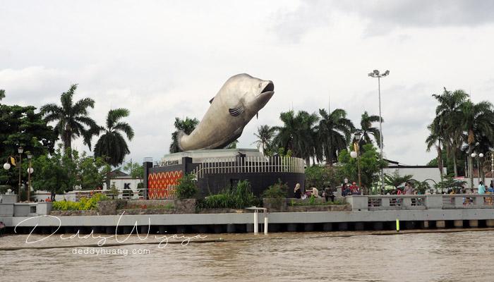 tugu iwak belido - Keliling Palembang Hemat? Ini Referensi Tempat Menarik Dilewati LRT Palembang