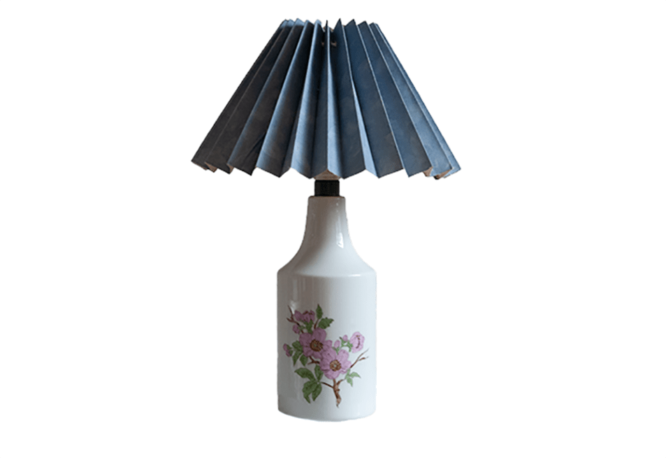Witte tafellamp bloemen lichtblauwe kap