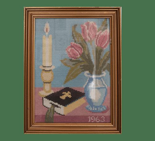 Geborduurde bijbel en tulpen