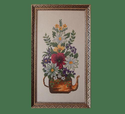 Gouden lijst theekan geborduurde bloemen