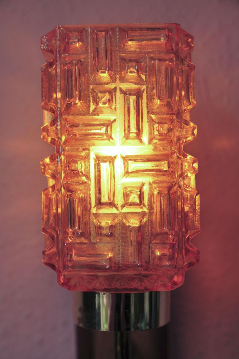 wandlampje glas en hout en messing