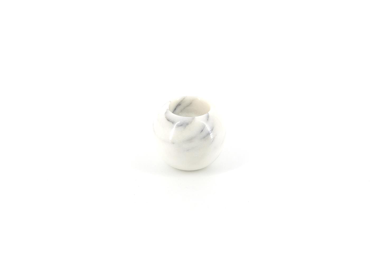 marmeren bolvormige kandelaar