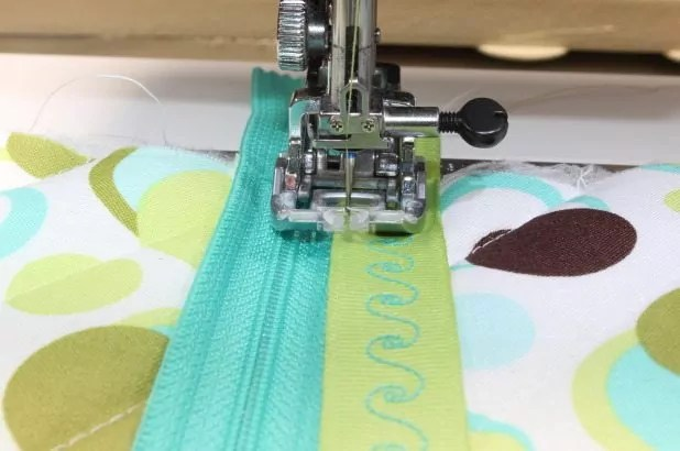 Ribbon placed over zipper tape