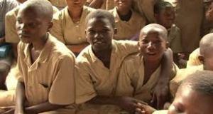 CEG Tinré de Parakou: 12 groupes pédagogiques pour 08 classes disponibles.