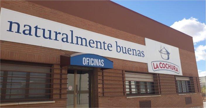 DEEMESTUDIO-LA COCHURA-SEÑALETICA EXTERIOR-VINILO ENTRADA