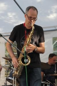 Deep Stall Gunter Saxofon, Percussion und Gesang