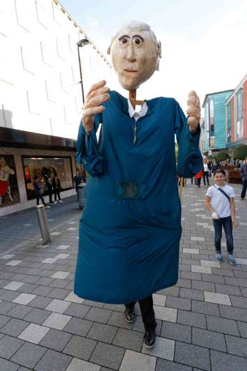 Giant Puppets - Andrew Kemp - 10