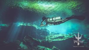 Buceo de caverna en el cenote Kukulkan
