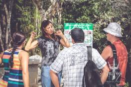 Geraldine Solignac explicando las reglas de seguridad para el buceo en cavernas en el cenote Chac Mool (Imagen cortesía de Triton Prod . Video y fotógrafo oficial en el Cenote Chac Mool)