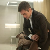 "Chris Pine Has ""MacGyver"" Moment During Jack Ryan: Shadow Recruit"