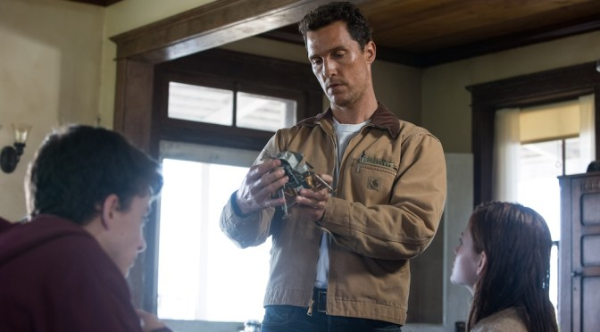 "'Interstellar' Scene With Matthew McConaughey Leads To ""Manly Man Tears"""