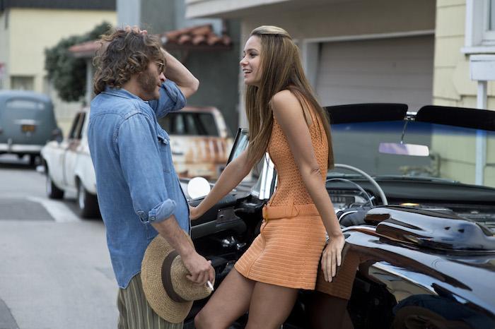 Joaquin Phoenix, Katherine Waterston - Inherent Vice (CR: Wilson Webb, Warner Bros. Pictures)