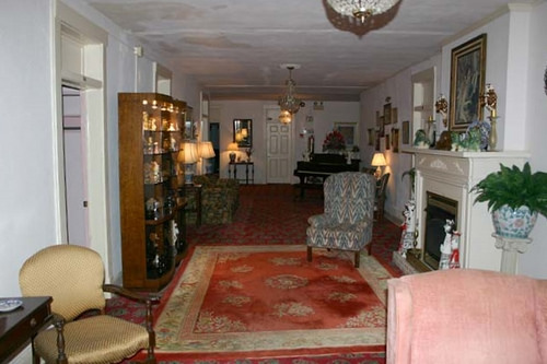 Hotel Talisi, Upstairs