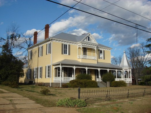 Scott-Moore-Anderson home, built in 1834 and moved (via 25 mule-drawn wagons) to its present location in 1905