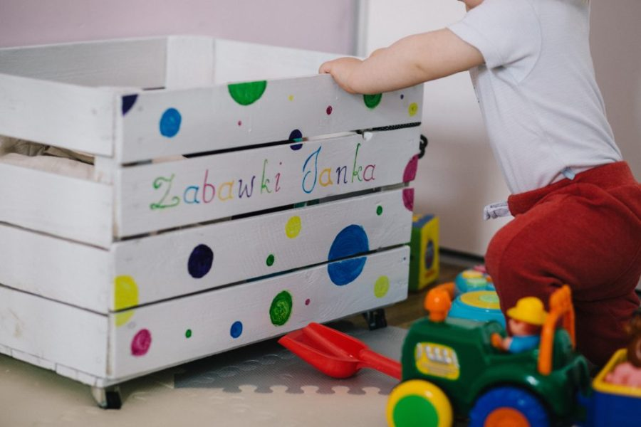 declutter kids stuff - toy room organizing - keep your kids play area clutter free