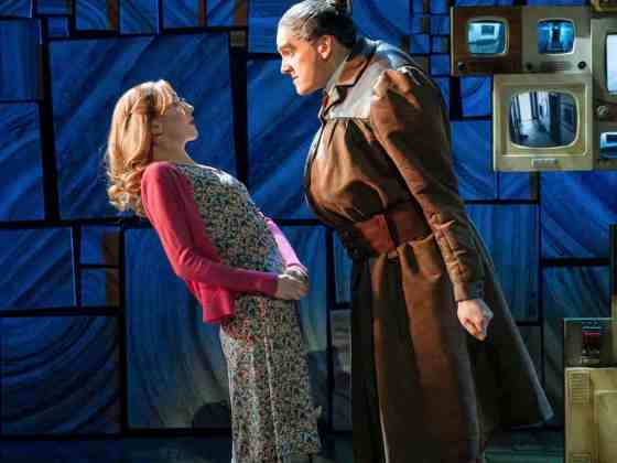 Carly-Thoms-as-Miss-Honey-and-Elliot-Harper-as-Miss-Trunchbull-in-the-Royal-Shakespeare-Companys-Matilda-The-Musical-11