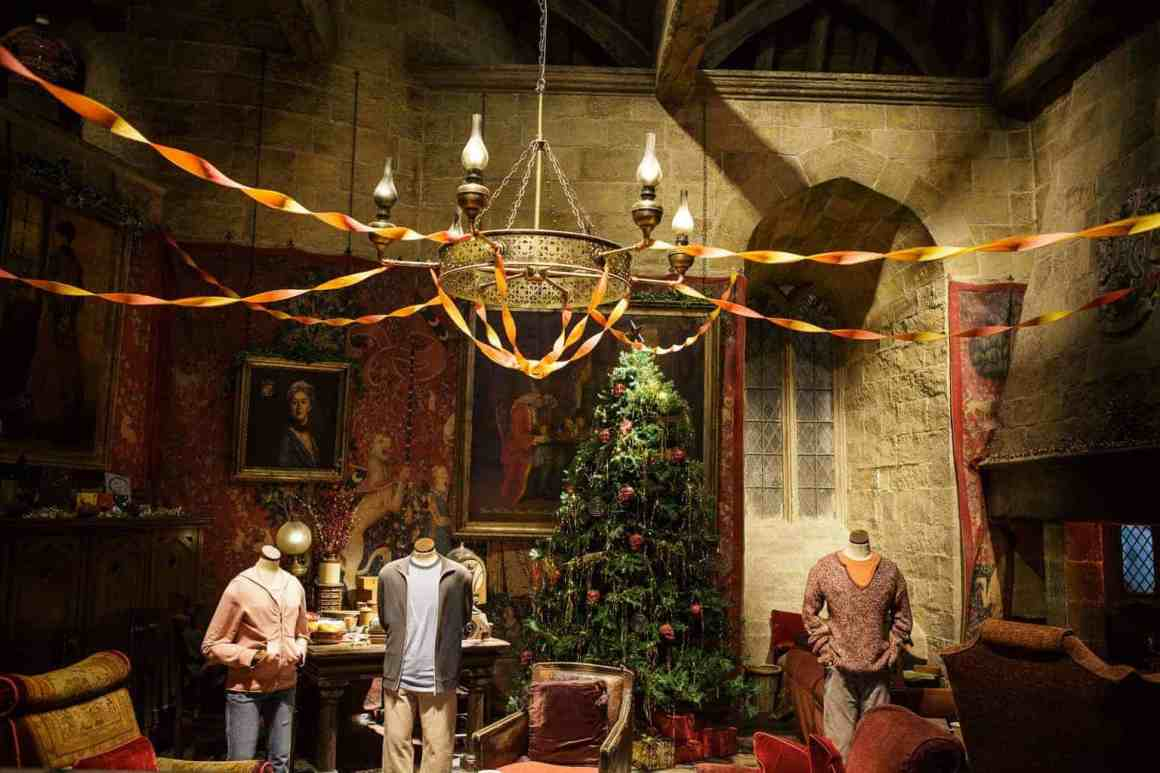 Gryffindor common room dressed for Christmas (3)