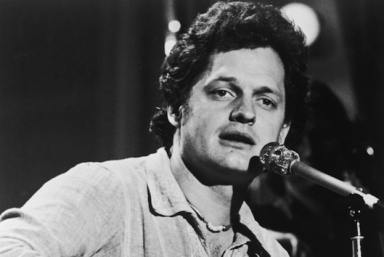 American singer-songwriter Harry Chapin (1942 - 1981) plays the guitar and sings on stage during a performance, 1970s. (Photo by Hulton Archive/Getty Images)