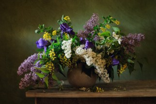 antique floral arrangements 140250172