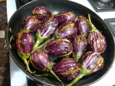 cook stuffed brinjals in a non stick pan