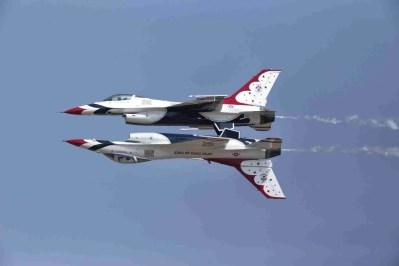 Air Force Thunderbird F-16s Reflection Pass Maneuver