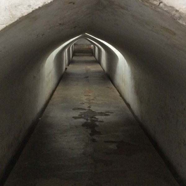 地下通路を進む
