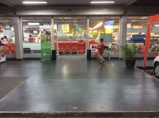 いわゆる大型スーパーマーケットです