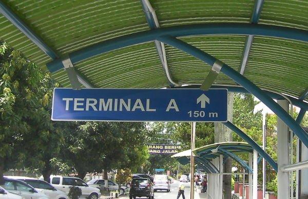 ターミナルAまで200m歩く