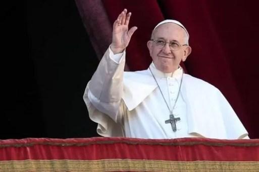 Papa Francisco faz transmissão ao vivo e reza terço com ...