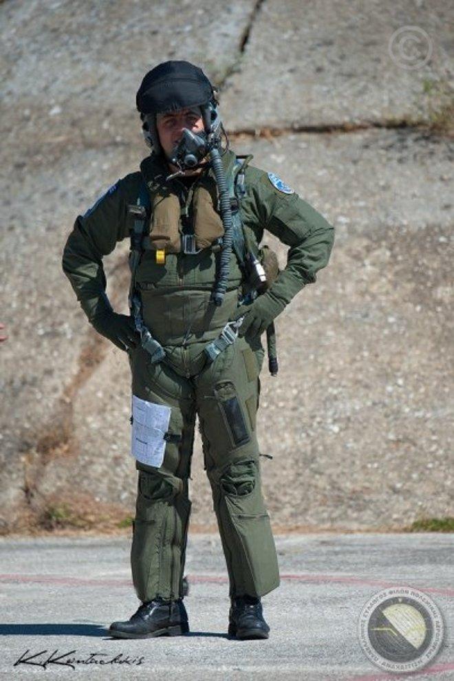 Πιλότος της 337 έτοιμος για την αποστολή!