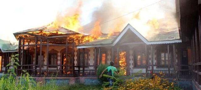 kashmir-school-burning