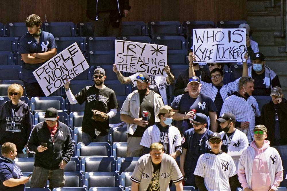 Astros berated in Bronx for 2017 sign-stealing scandal