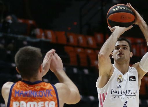 Abalde tira sobre Marinkovic durante el Valencia vs Real Madrid de Liga Endesa ACB Photo