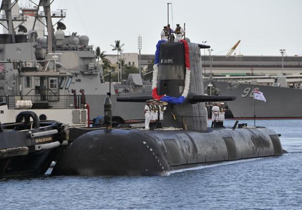 Australian Navy Collins-class submarine HMAS Farncomb (SSG 74). US Navy photo by Daniel Barker