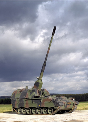 The PzH2000 SP Howitzer is in active service with the German, Italian, Hellenic and Dutch military. Qatar is buying 24 of these Howitzers. Photo: KMW