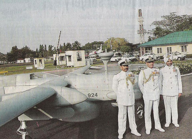 Chief of the Naval Staff Admiral Arun Prakash (centre), Flag Officer Commanding-in-Chief of the Command Vice-Admiral S.C.S. Bangara (right) in front of a new IAI Heron UAV at the Southern Naval Command, Kochi. Photo: Vipin Chandra, The Hindu