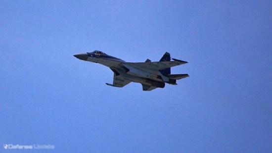 Sukhou Su-35C streaking through the Paris sky on its international debut