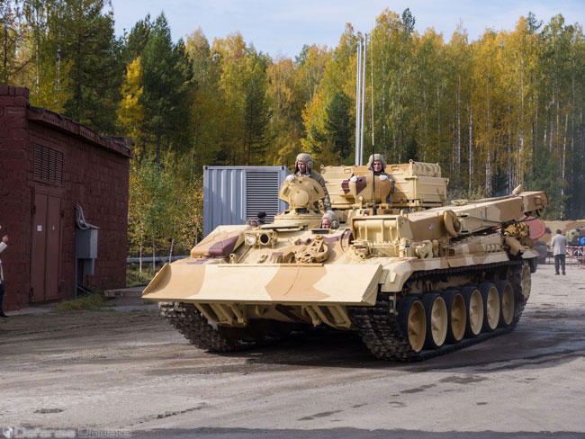 Armored engineering vehicle based on the T-55 platform, the Russian T-72 manufacturer Uralvagonzavod is now offering an entire family of vehicles based on the T-72 platform, replacing the obsolete T-55s. Photo: Noam Eshel, Defense-Update.