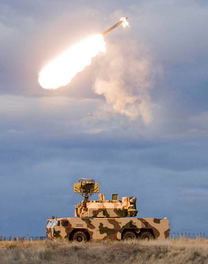 TOR M2E firing a 9M331 interceptor. The missile is capable of defeating aerodynamically maneuvering targets at ranges of seven to 10 km.