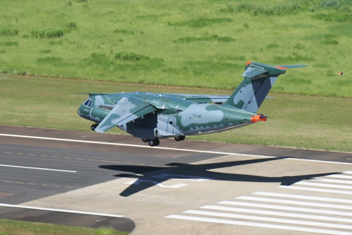 Touchdown! the KC-390 returns for on its first flight, 3 February 2015, landing after one hour, 25 minutes.