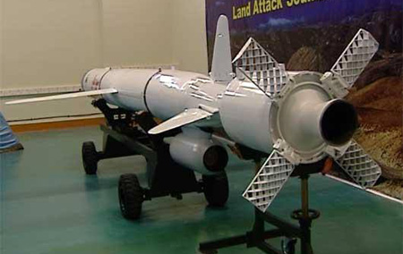 Launched from land-based or naval surface based platform, Soumar uses a booster to accelerate for cruising speed. The folded lattice tail controls are used to stabilize it as it accelerates from zero to the cruising speed, when the missile gain enough speed to enable efficient use of conventional control surfaces.